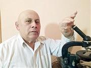 И спустя более полувека доктор наук Сергей Дмитриевич в лаборатории изучает анализы своего пациента